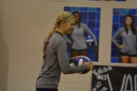 Quinn Blackwell (10), a varsity player from Bastrop, prepares to compete against her cousin.