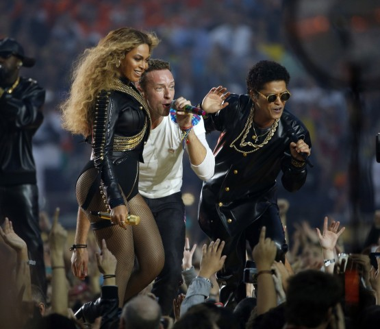Beyonce, left, sings with Chris Martin of Coldplay and Bruno Mars, right, during the halftime show at Super Bowl 50 at Levi's Stadium in Santa Clara, Calif., on Sunday, Feb. 7, 2016. (Nhat V. Meyer/Bay Area News Group/TNS)