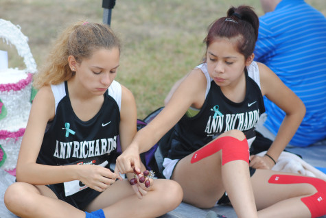Sophomore, Yadira Iglesias (left), shares a snack with fellow teammate and sophomore, Annika Lopez. Iglesias has had knee problems since eighth grade and has worn tape on her legs to help throughout past seasons. Photo by Rewon Shimray