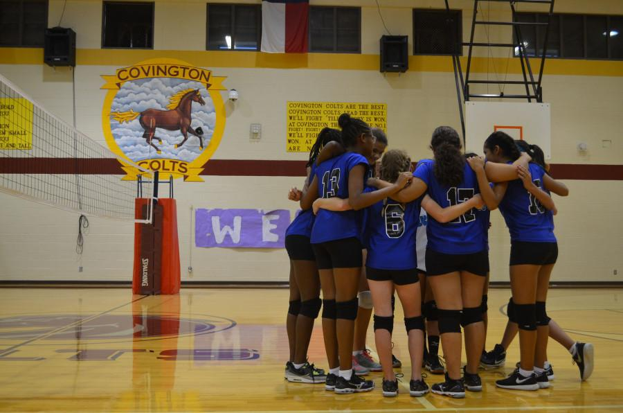 Photo+Credit%3A+Sammie+Seamon%0AThe+Ann+Richards+volleyball+team+huddles+for+a+group+discussion+before+their+game+against+Covington+Middle+School.