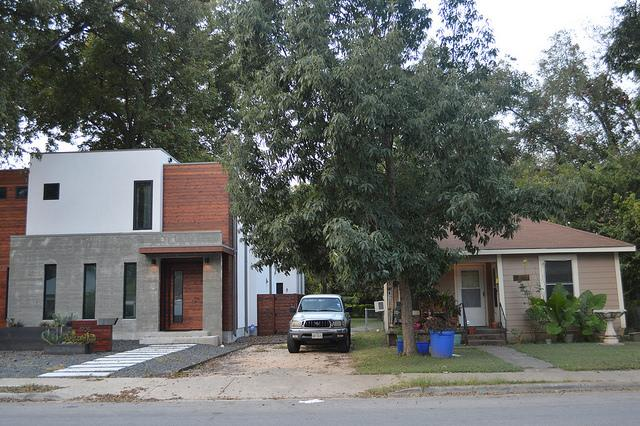 Two+houses+built+in+different+decades+stand+side+by+side+on+Holly+Street+in+east+Austin.+Photo+by+Lily+DiFrank+