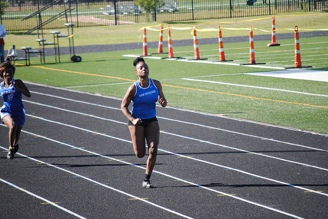 Di%27Manique+Henderson+%2811%29+sprints+100+meters+to+the+finish+line+at+the+district+meet.