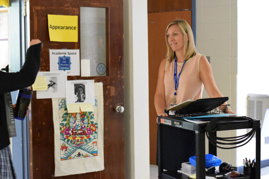 Ms. Thakrar wheels her computer cart into Mr. Ramirez's room for her advisory. Photo by Gus Flores.