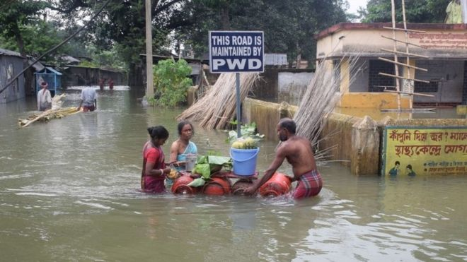 People affected by floods in Balurghat in West Bengal. Photo from BBC